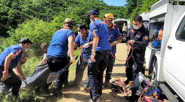 Kayıp olarak aranırken gölete uçan aracında cesedi bulundu