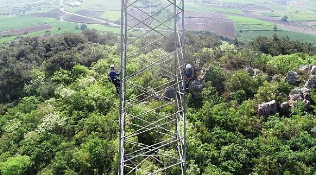 UEDAŞ ekiplerinin kırsal alandaki zorlu çalışmaları, dronla havadan görüntülendi