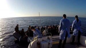 Yunanistan'ın ölüme terk ettiği 53 kaçak göçmeni Sahil Güvenlik kurtardı