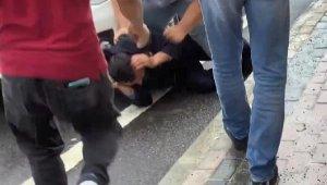 Küçük yaştaki kızı taciz edenleri tekme tokat dövdüler