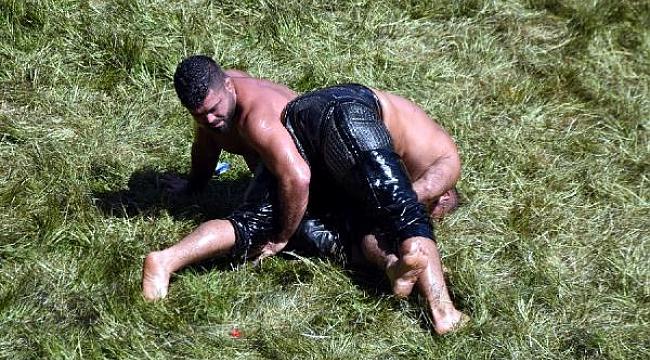 Başpehlivan güreşlerinde çeyrek finalistler belli oldu; başpehlivan Kara hastaneye kaldırıldı