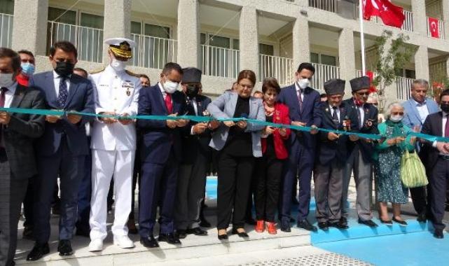 Bakan Yanık, Çanakkale Şehit Yakınları ve Gazievi'nin açılışını yaptı