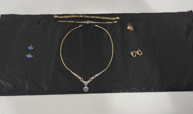 Çanakkale'de çaldığı altınları, Balıkesir'de satarken yakalandı