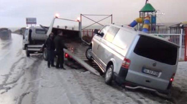 Kar Yağışı ve Buzlanma Sürücülere Zor Anlar Yaşattı